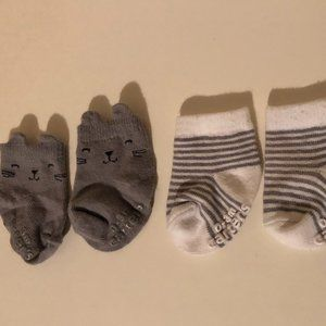 ** 8 for $25 * Carters Baby Socks 2 Pack Size 0-3m